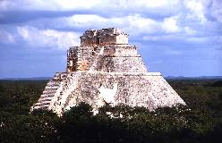 Pyramide des Zauberers in Uxmal